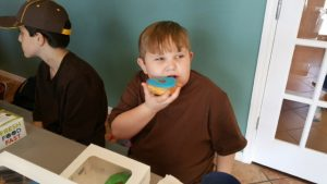 LEAPS kids eating donuts